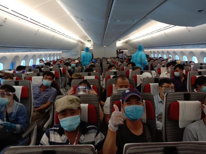 Sân bay Tân Sơn Nhất đón 266 người Việt từ Trung Đông về nước - Ảnh 5.