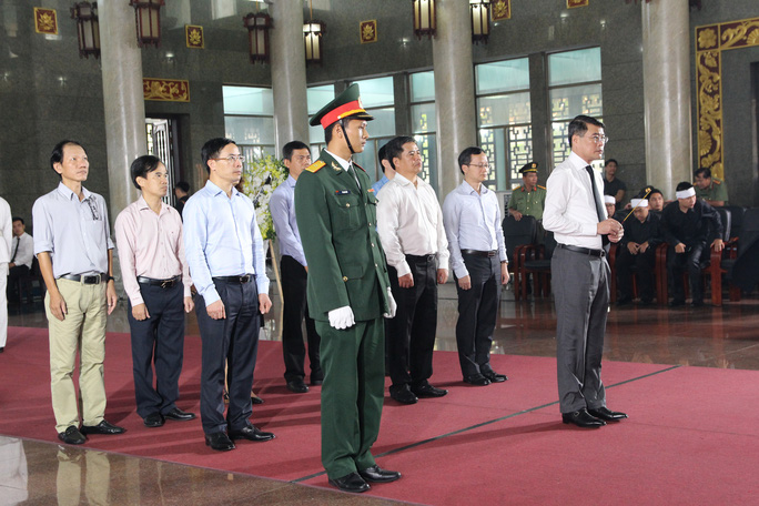 Hàng trăm đoàn đến viếng lễ tang ông Trần Quốc Hương - Ảnh 1.