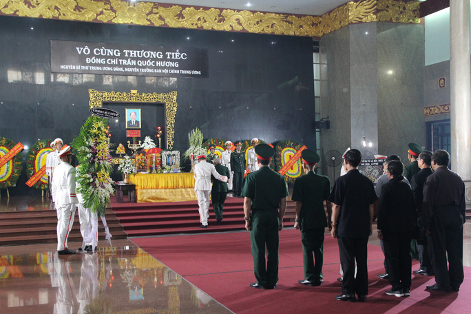 Hàng trăm đoàn đến viếng lễ tang ông Trần Quốc Hương - Ảnh 2.