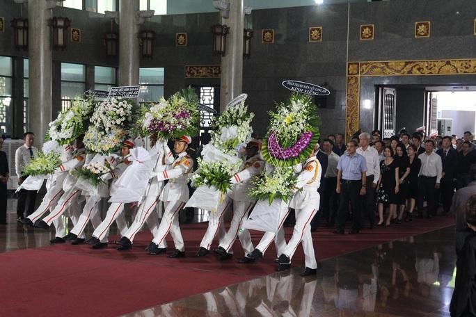 Hàng trăm đoàn đến viếng lễ tang ông Trần Quốc Hương - Ảnh 4.