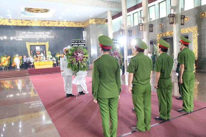 Hàng trăm đoàn đến viếng lễ tang ông Trần Quốc Hương - Ảnh 5.