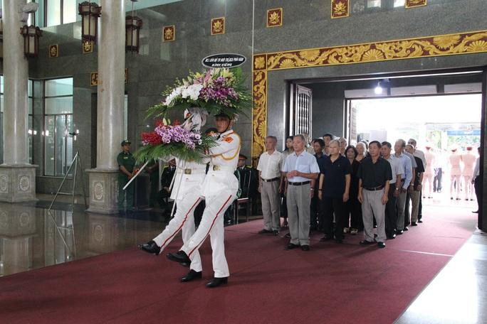 Hàng trăm đoàn đến viếng lễ tang ông Trần Quốc Hương - Ảnh 6.