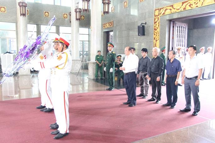 Hàng trăm đoàn đến viếng lễ tang ông Trần Quốc Hương - Ảnh 7.
