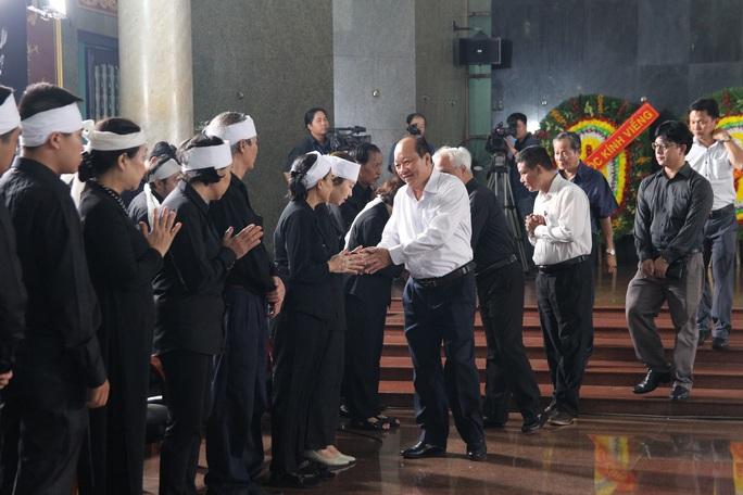 Hàng trăm đoàn đến viếng lễ tang ông Trần Quốc Hương - Ảnh 8.
