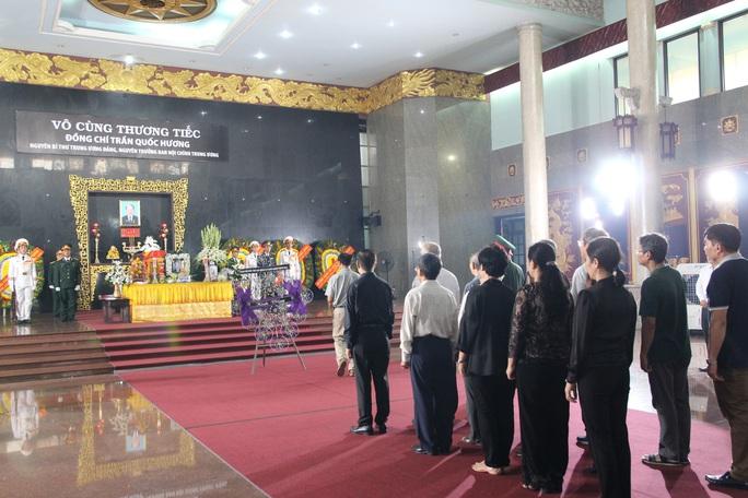 Hàng trăm đoàn đến viếng lễ tang ông Trần Quốc Hương - Ảnh 9.