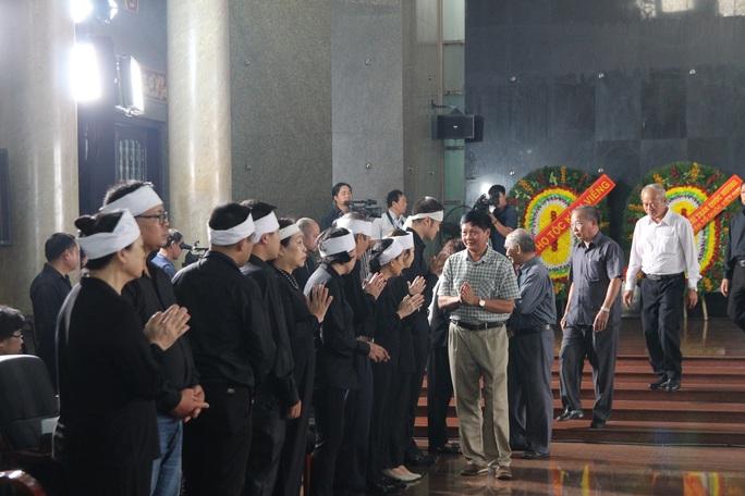 Hàng trăm đoàn đến viếng lễ tang ông Trần Quốc Hương - Ảnh 10.