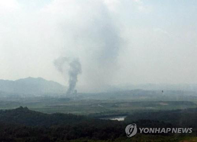 Nóng: Triều Tiên cho nổ tung văn phòng liên lạc liên Triều - Ảnh 1.