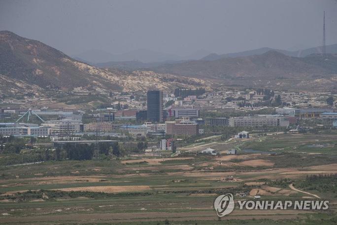 Nóng: Triều Tiên cho nổ tung văn phòng liên lạc liên Triều - Ảnh 2.