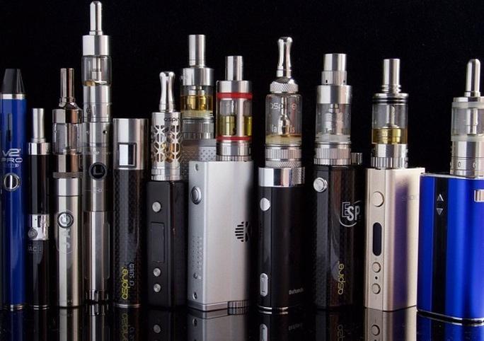 Nhức nhối tình trạng buôn lậu thuốc lá thế hệ mới - Ảnh 1.