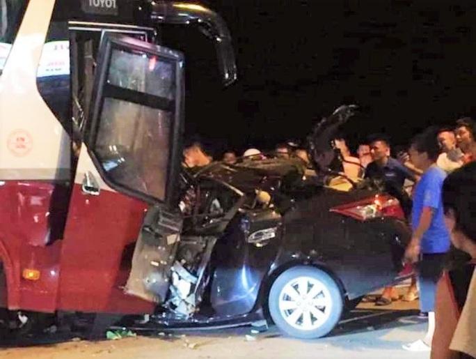 Ôtô 4 chỗ đấu đầu kinh hoàng với xe khách ở Sầm Sơn, tài xế tử vong thương tâm - Ảnh 2.