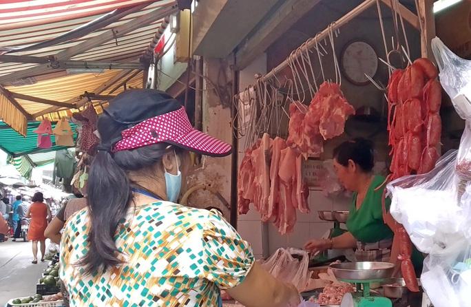 Heo thịt Thái Lan vừa đến cửa khẩu, heo C.P liền giảm giá - Ảnh 1.