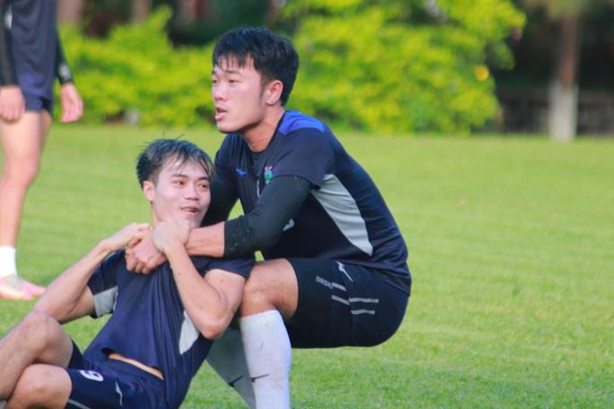 Lương Xuân Trường trổ tài sút phạt siêu đỉnh, hứa hẹn ra sân ở trận HAGL gặp Sài Gòn FC - Ảnh 2.