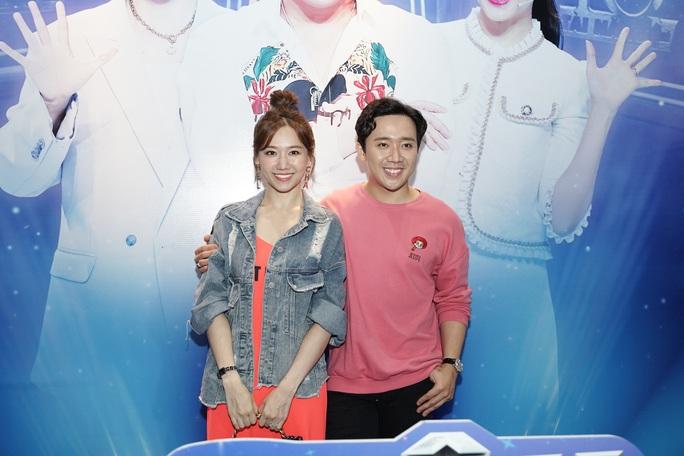 Trấn Thành - Hari Won học cách làm cha mẹ qua Siêu tài năng nhí - Ảnh 2.
