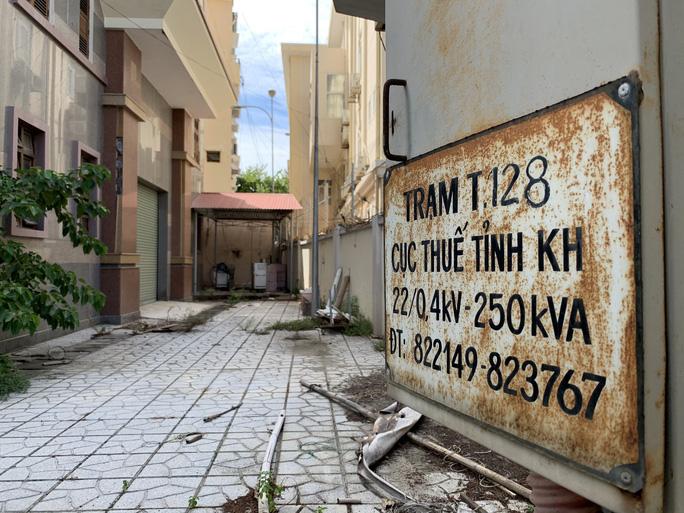 Khánh Hòa: Trụ sở trên đất vàng bỏ trống lãng phí - Ảnh 2.