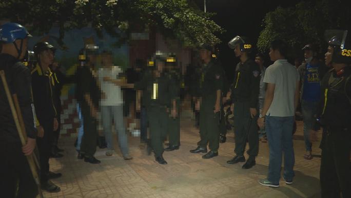 Ngăn chặn hàng chục thanh, thiếu niên và học sinh chuẩn bị hỗn chiến - Ảnh 2.