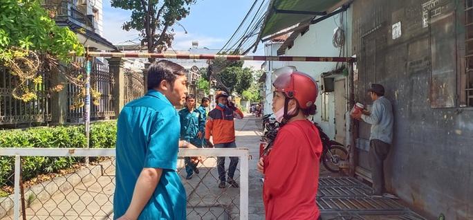 Lửa bùng phát trong phòng trọ ở quận Tân Phú, 2 người tử vong - Ảnh 2.