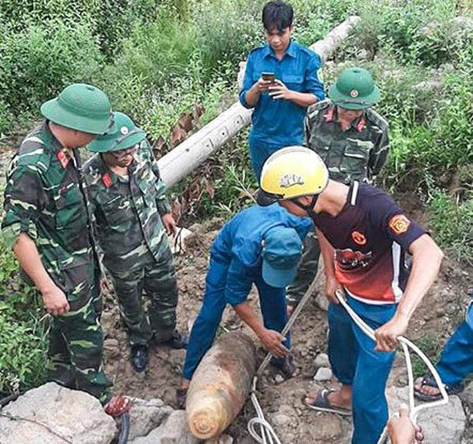 Quả bom nặng 230 kg được phát hiện ở trại giam - Ảnh 3.