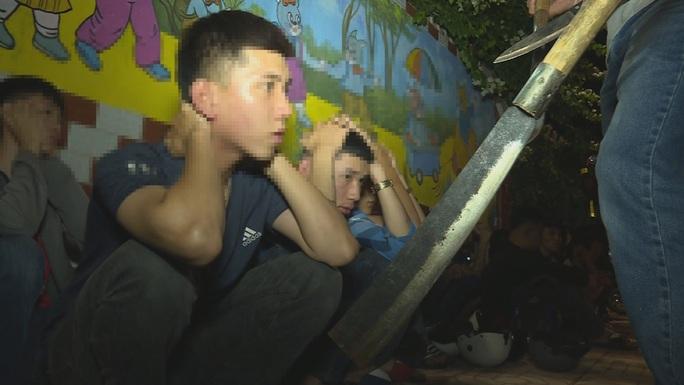 Ngăn chặn hàng chục thanh, thiếu niên và học sinh chuẩn bị hỗn chiến - Ảnh 3.