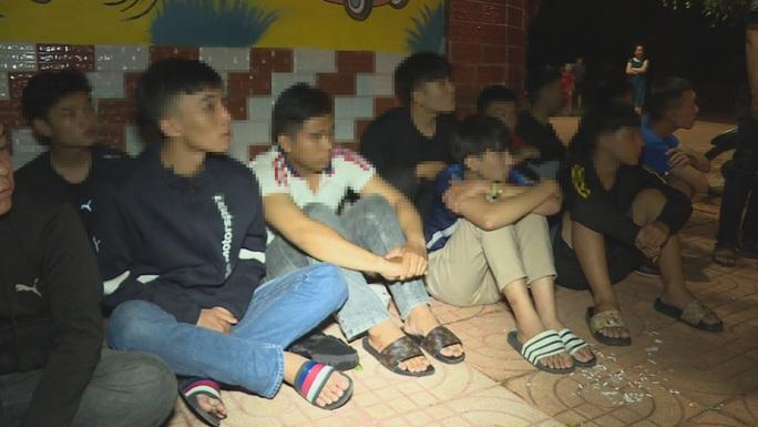 Ngăn chặn hàng chục thanh, thiếu niên và học sinh chuẩn bị hỗn chiến - Ảnh 1.