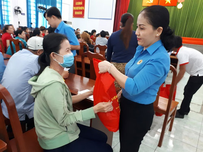 TP HCM: 53.000 lao động ngừng việc do dịch Covid-19 - Ảnh 1.