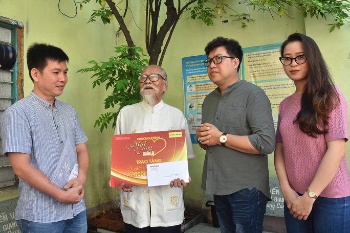 Mai Vàng nhân ái thăm đệ nhất kép lão Hữu Thành và nữ quái kiệt Bo Bo Hoàng - Ảnh 2.