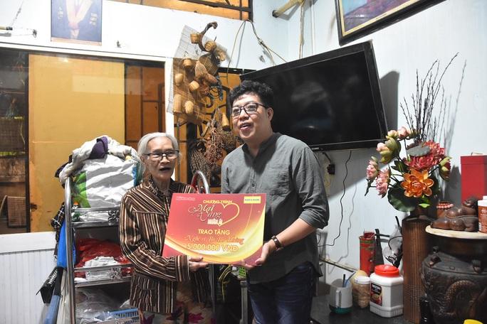 Mai Vàng nhân ái thăm đệ nhất kép lão Hữu Thành và nữ quái kiệt Bo Bo Hoàng - Ảnh 4.