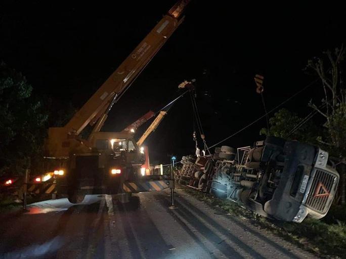 Bắt tài xế xe container gây tai nạn kinh hoàng, đè chết 3 người trong xe Limousine - Ảnh 1.