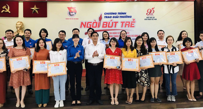 Thành đoàn TP HCM tuyên dương 24 cá nhân đạt giải thưởng Ngòi bút trẻ năm 2020 - Ảnh 1.