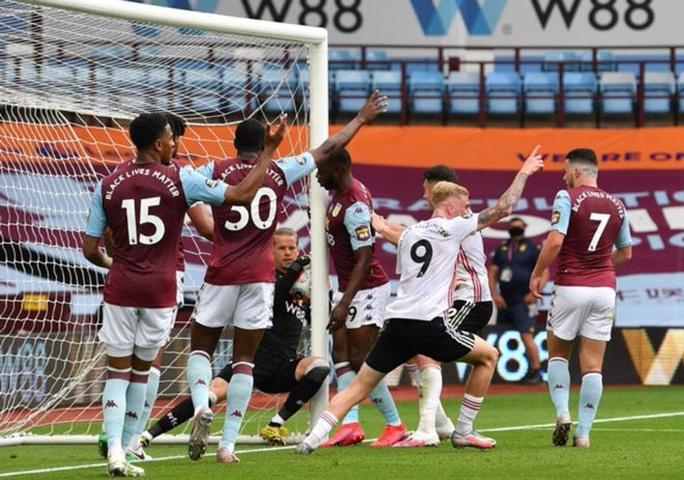Giải Ngoại hạng Anh: Sheffield bị cướp bàn thắng, Man United được cứu - Ảnh 3.