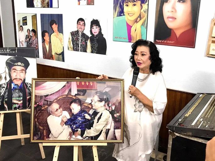 Kim Cương, Thành Lộc và đông nghệ sĩ ngôi sao đến với triển lãm Sắc màu sân khấu - Ảnh 1.