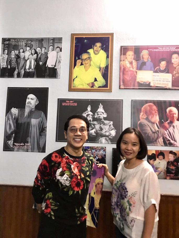 Kim Cương, Thành Lộc và đông nghệ sĩ ngôi sao đến với triển lãm Sắc màu sân khấu - Ảnh 3.