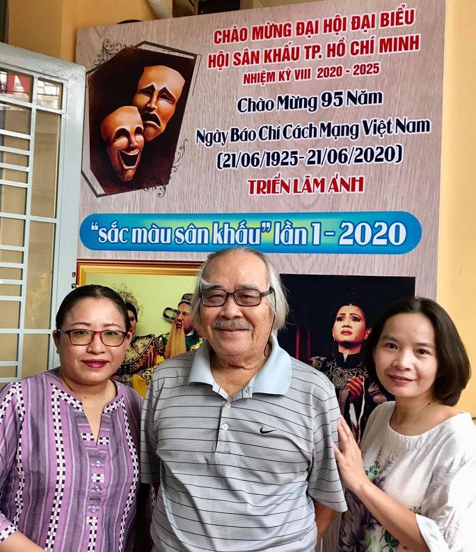 Kim Cương, Thành Lộc và đông nghệ sĩ ngôi sao đến với triển lãm Sắc màu sân khấu - Ảnh 2.