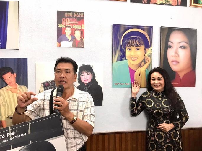Kim Cương, Thành Lộc và đông nghệ sĩ ngôi sao đến với triển lãm Sắc màu sân khấu - Ảnh 6.