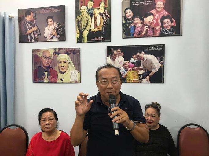 Kim Cương, Thành Lộc và đông nghệ sĩ ngôi sao đến với triển lãm Sắc màu sân khấu - Ảnh 7.