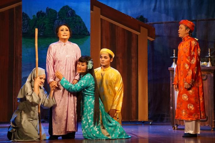 Kim Cương, Thành Lộc và đông nghệ sĩ ngôi sao đến với triển lãm Sắc màu sân khấu - Ảnh 17.
