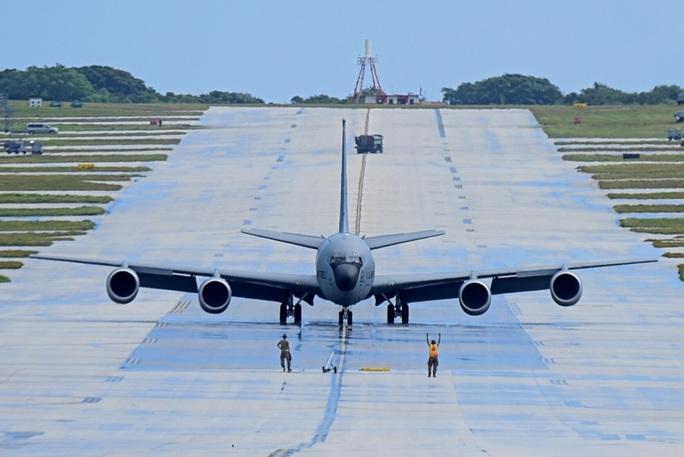Mỹ nâng cấp tàu sân bay vĩnh viễn Guam để răn đe Trung Quốc - Ảnh 2.