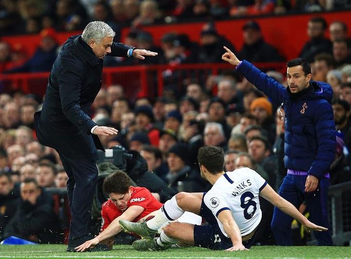 Jose Mourinho chọc ngoáy Man United, chê đội bóng cũ ăn may - Ảnh 5.