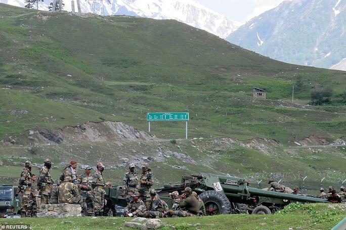 Lữ đoàn trưởng Trung Quốc vẫy cờ trắng trong đụng độ Trung - Ấn? - Ảnh 3.