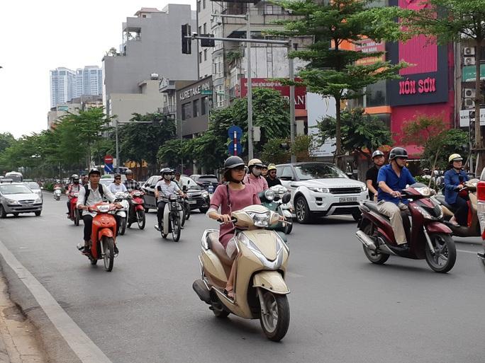 Không quy định bắt buộc bật đèn xe máy ban ngày - Ảnh 1.