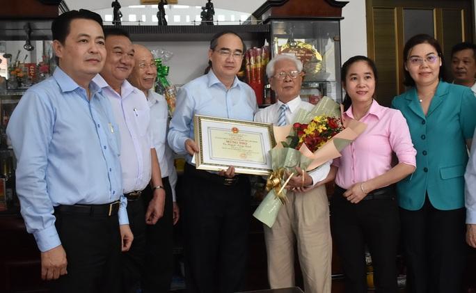 Bí thư Nguyễn Thiện Nhân thăm người cao tuổi - Ảnh 1.