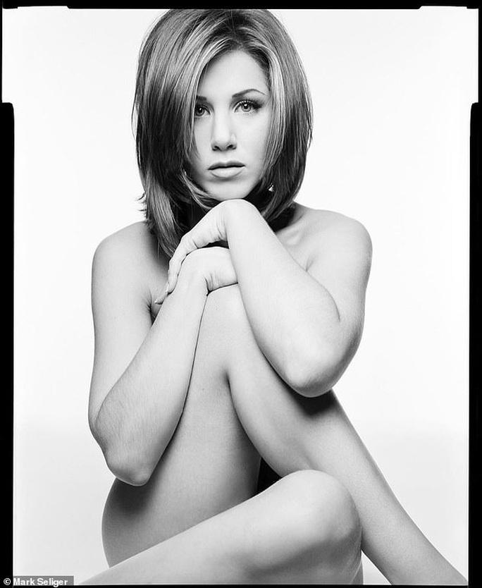 Jennifer Aniston đấu giá ảnh khỏa thân làm từ thiện - Ảnh 1.