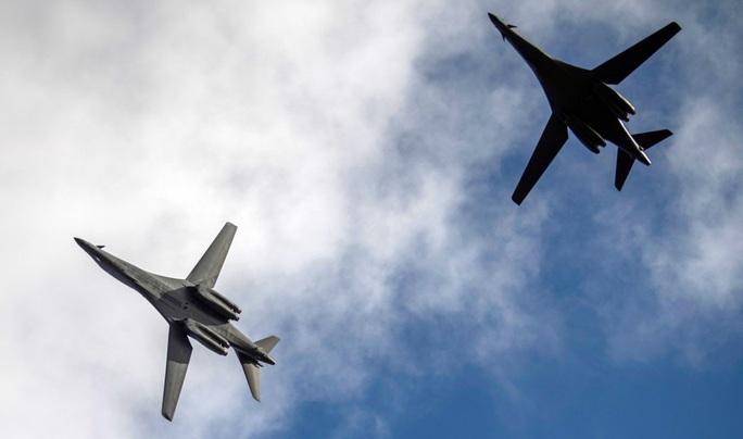 Mỹ điều máy bay ném bom B-1 thị uy Trung Quốc, Nga - Ảnh 1.