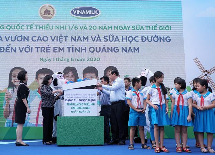 Vinamilk tặng món quà 1-6 đặc biệt đến với trẻ em Quảng Nam - Ảnh 1.