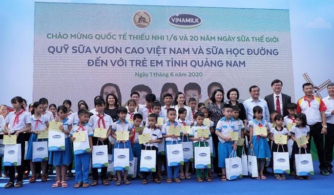 Vinamilk tặng món quà 1-6 đặc biệt đến với trẻ em Quảng Nam - Ảnh 6.