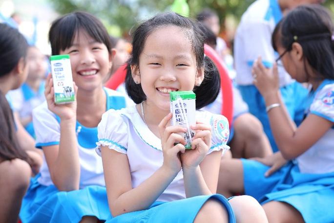 Vinamilk tặng món quà 1-6 đặc biệt đến với trẻ em Quảng Nam - Ảnh 3.