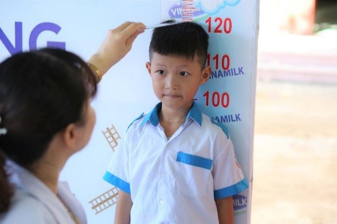 Vinamilk tặng món quà 1-6 đặc biệt đến với trẻ em Quảng Nam - Ảnh 4.