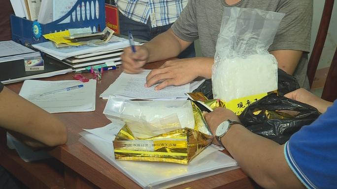 1,8 kg ma túy chuẩn bị đến nơi tiêu thụ thì bị bắt - Ảnh 4.