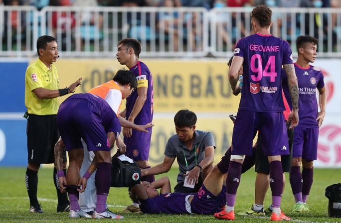 Trọng tài V-League lại bị phản ứng - Ảnh 1.