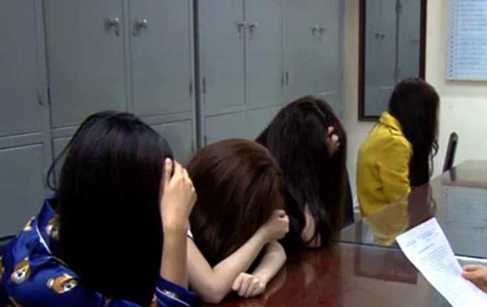 Khoảng tối của 2  hotgirl Nguyễn Thị Hương Ly và Phạm Thị Thanh Huyền - Ảnh 2.