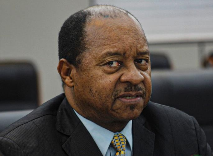 Trục lợi từ thiết bị chống dịch 60 triệu USD, bộ trưởng y tế bị bắt - Ảnh 1.